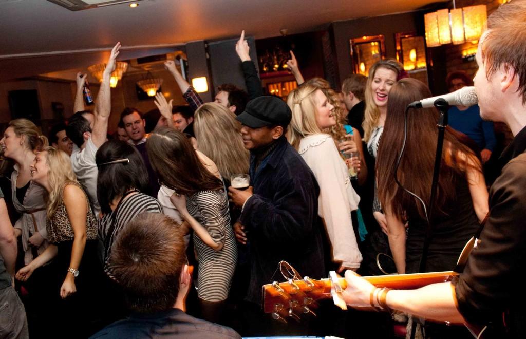 artisti-aniversari-petreceri-party-zile-nastere