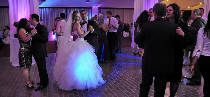 artisti-nunta-evenimente-muzica-botez-petrecere-aniversare